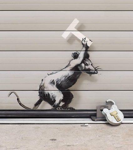 Бэнкси сделал граффити в аэропорту Хитроу в Лондоне