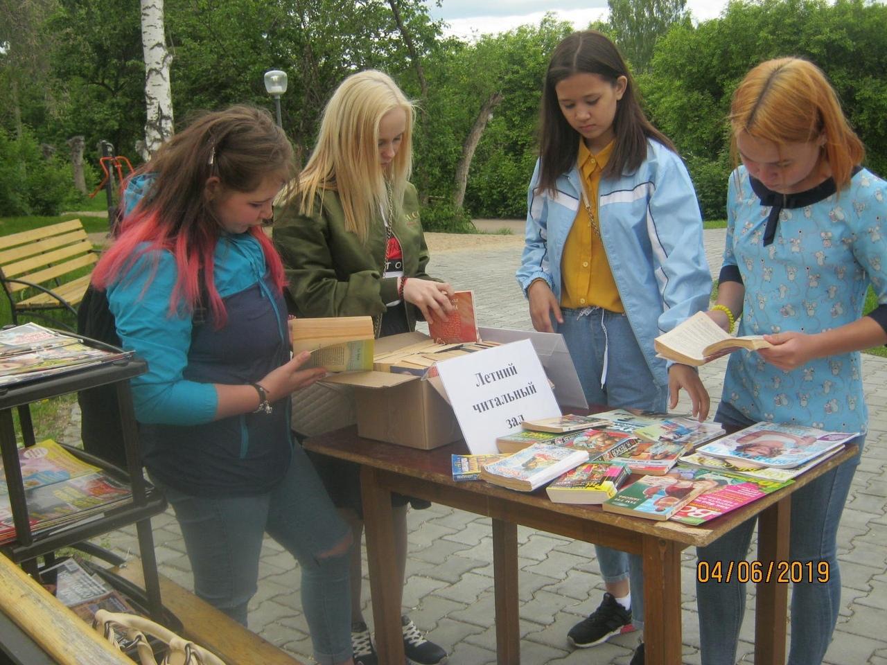 Библиотеки под открытым небом заработали в Каменске-Уральском