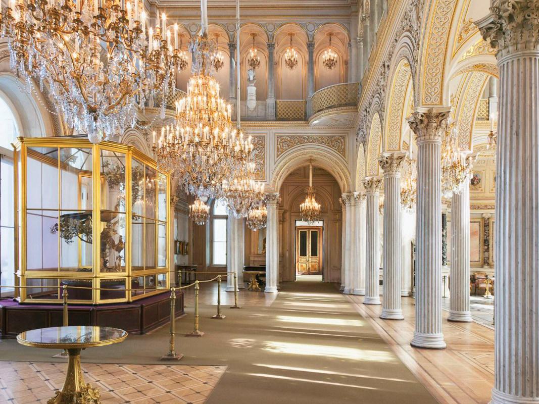 Картина Боттичелли Мадонна делла Лоджиа приедет в Санкт-Петербург