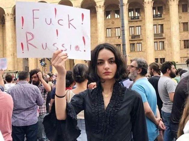 Протесты в Грузии: российским туристам посоветовали не ездить в страну