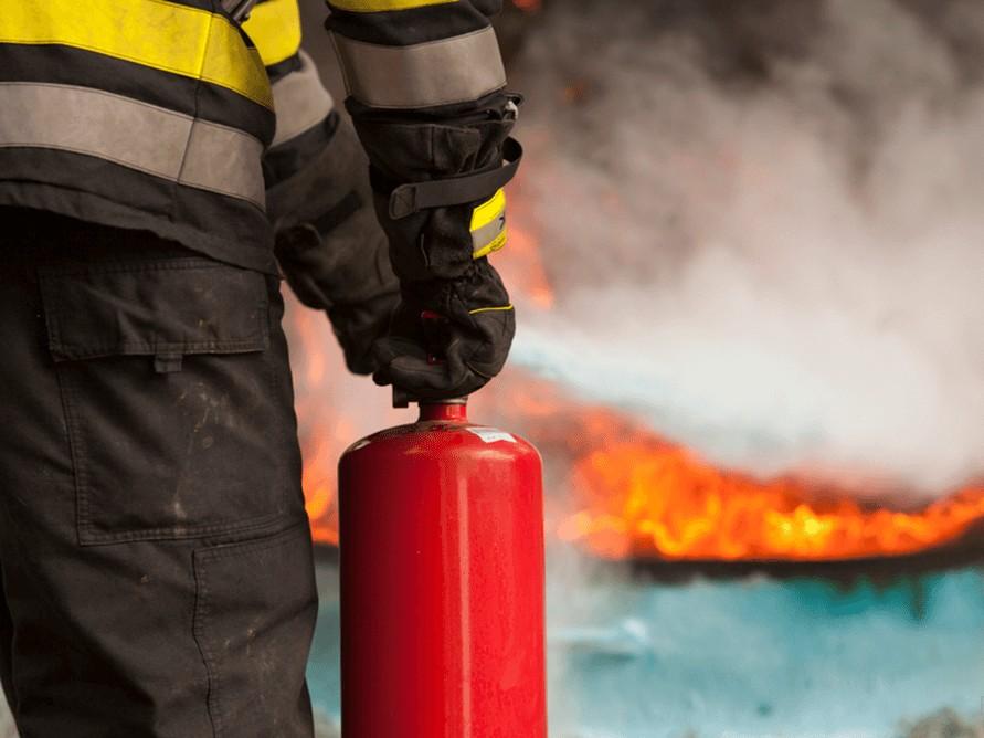 Торговый центр Карнавал горит в Екатеринбурге