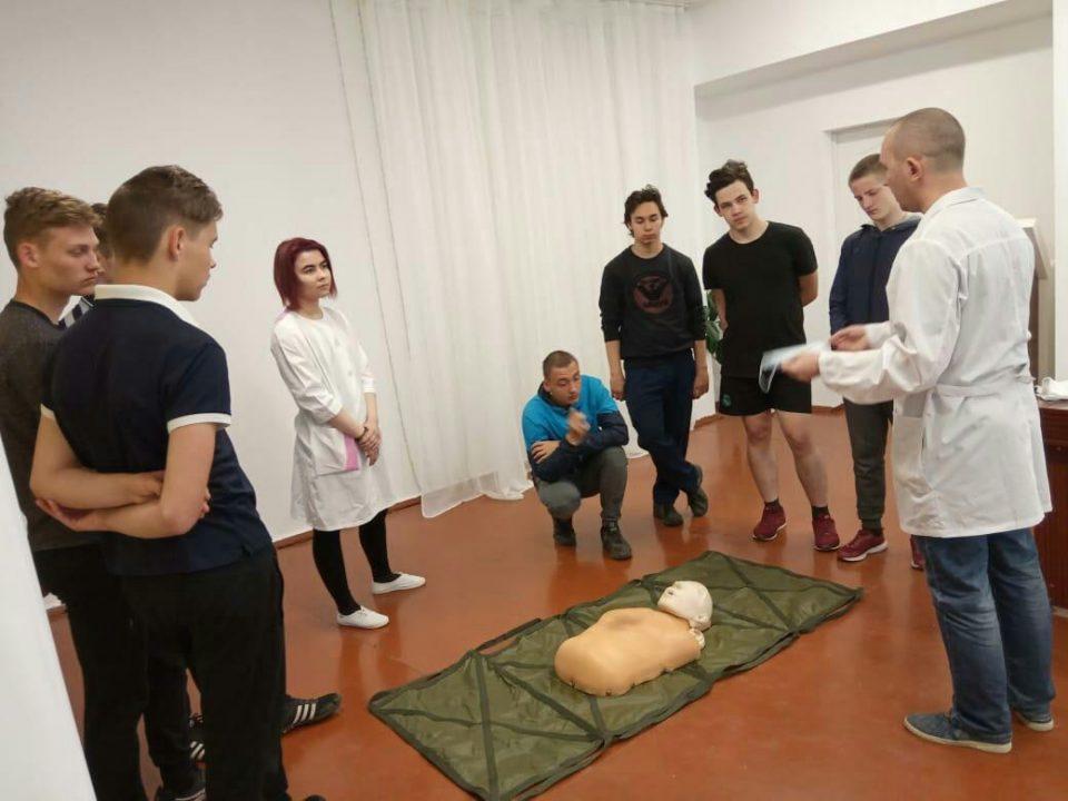 Занятия по оказанию первой медицинской помощи на военных сборах