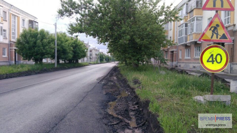 Первый слой асфальта на улице Беляева