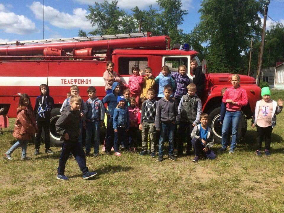 Детский лагерь Колосок посетили сотрудники МЧС и ГИБДД (фото)