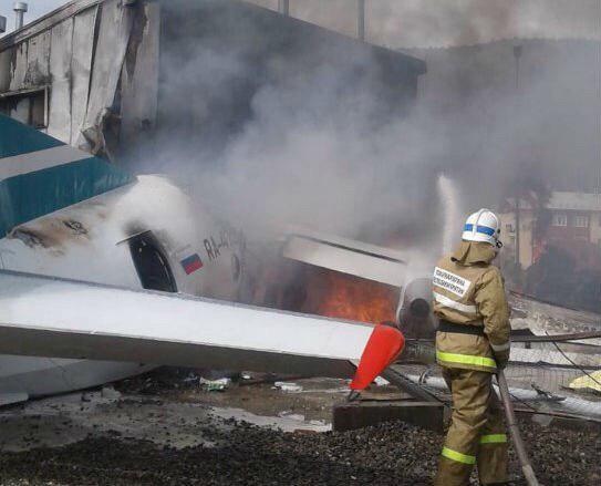 Самолет АН-24 потерпел крушение в Нижнеангарске, пилоты погибли (видео)