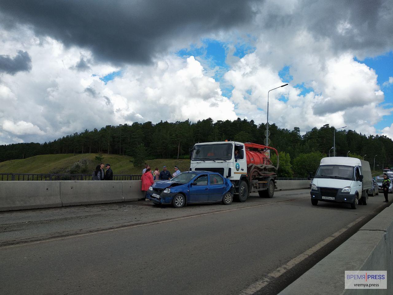 Авария на Байновском мосту03 (фото, видео)