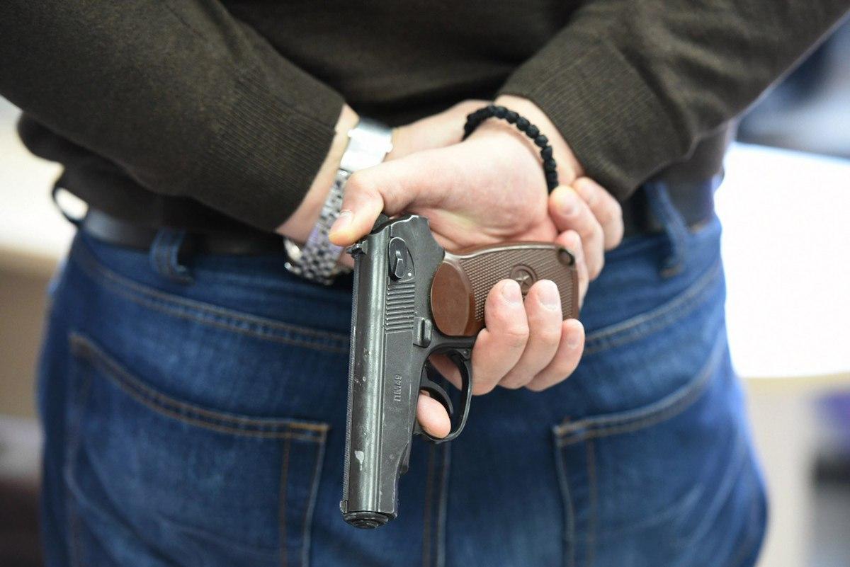В Ноябрьске сотрудник полиции застрелил коллегу, приревновав к жене
