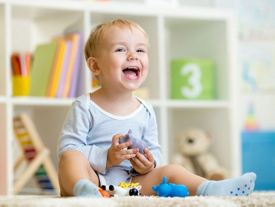 Пособие на детей с полутора до трех лет повысят до прожиточного уровня