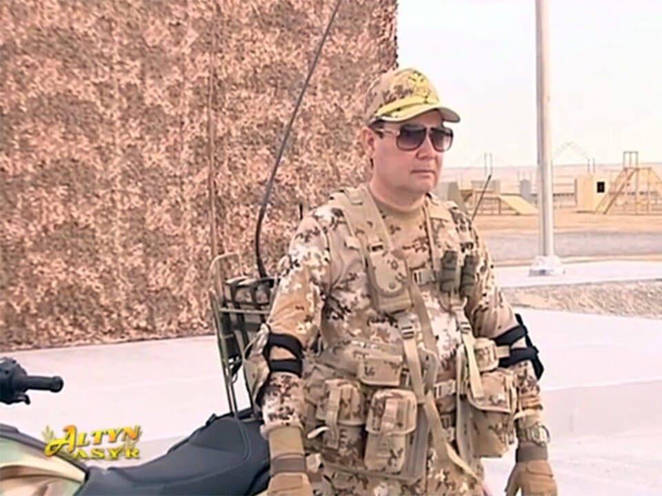 Президент Туркменистана на военных учениях. Это надо видеть