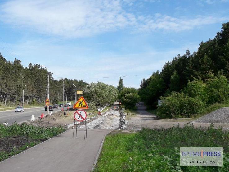 Ремонт пешеходных дорожек в Каменске-Уральском продолжается