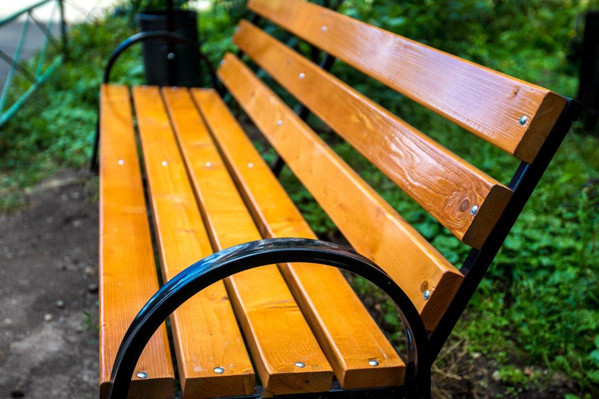 Во дворах Каменска-Уральского установят новые скамейки