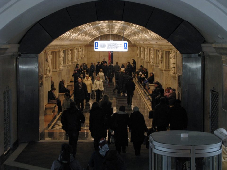 Массовая драка у станции метро Электрозаводская привела к гибели