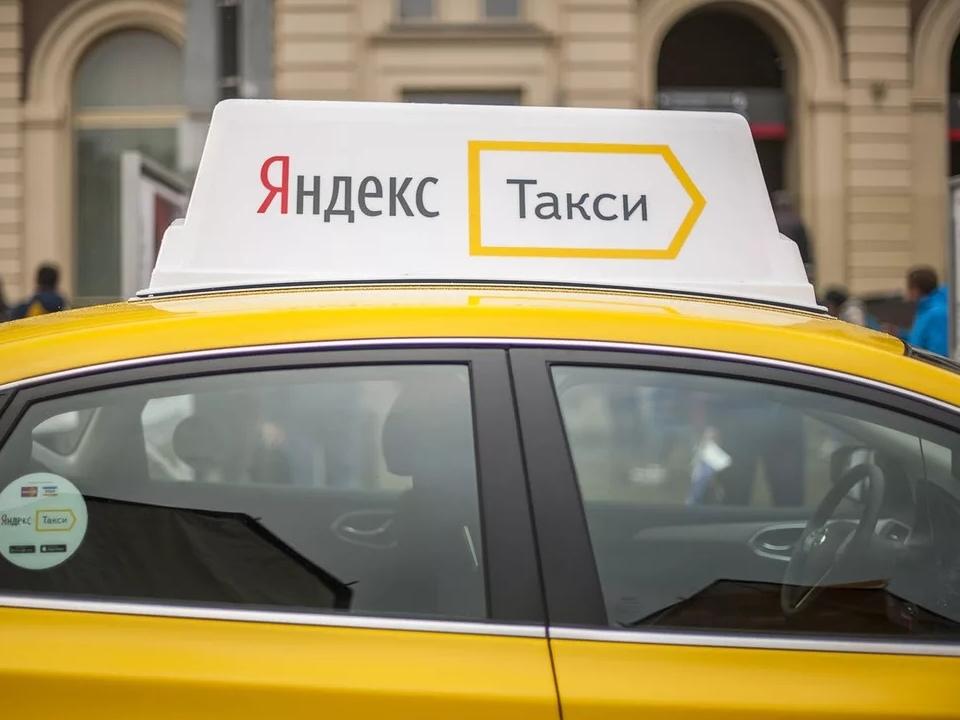 Такси и автобус столкнулись в Каменске-Уральском
