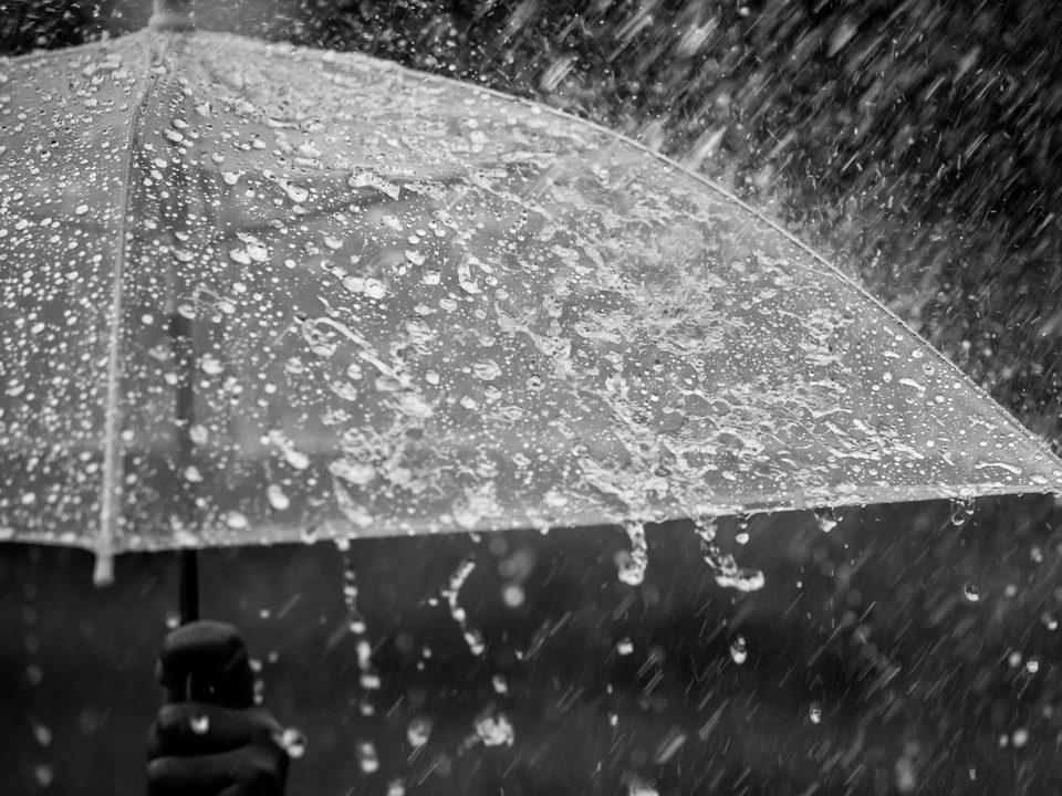 Штормовое предупреждение на Урале: ожидаются ливни, грозы и град