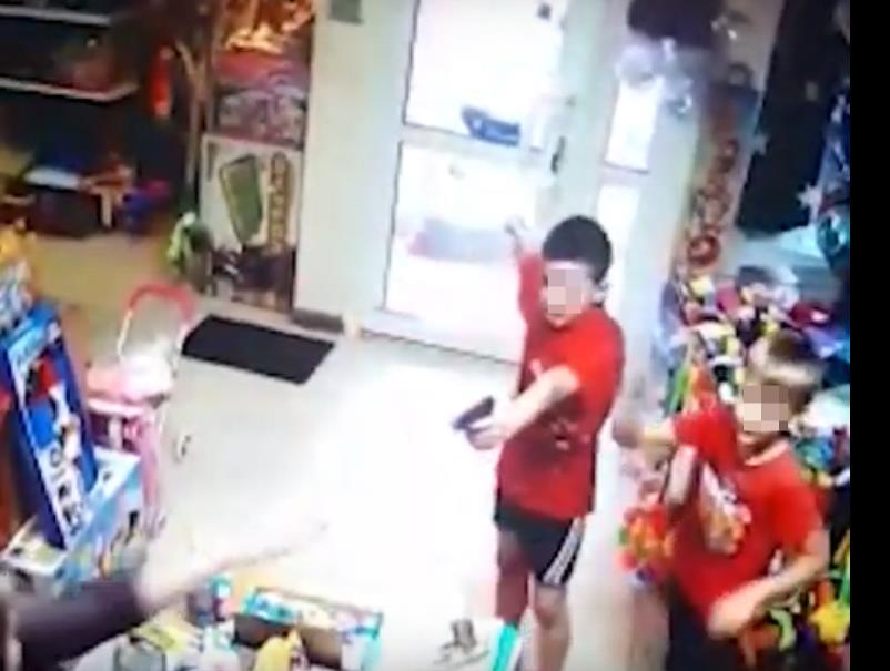 На Урале второклассники напали на магазин игрушек с пистолетом