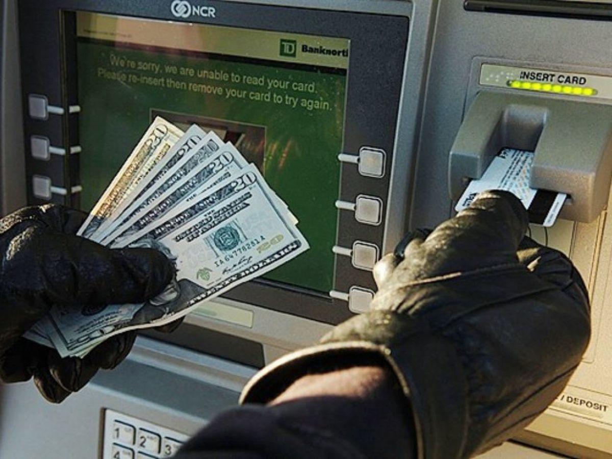Мошенники списали 100 тысяч рублей с карты жительницы Каменска-Уральского