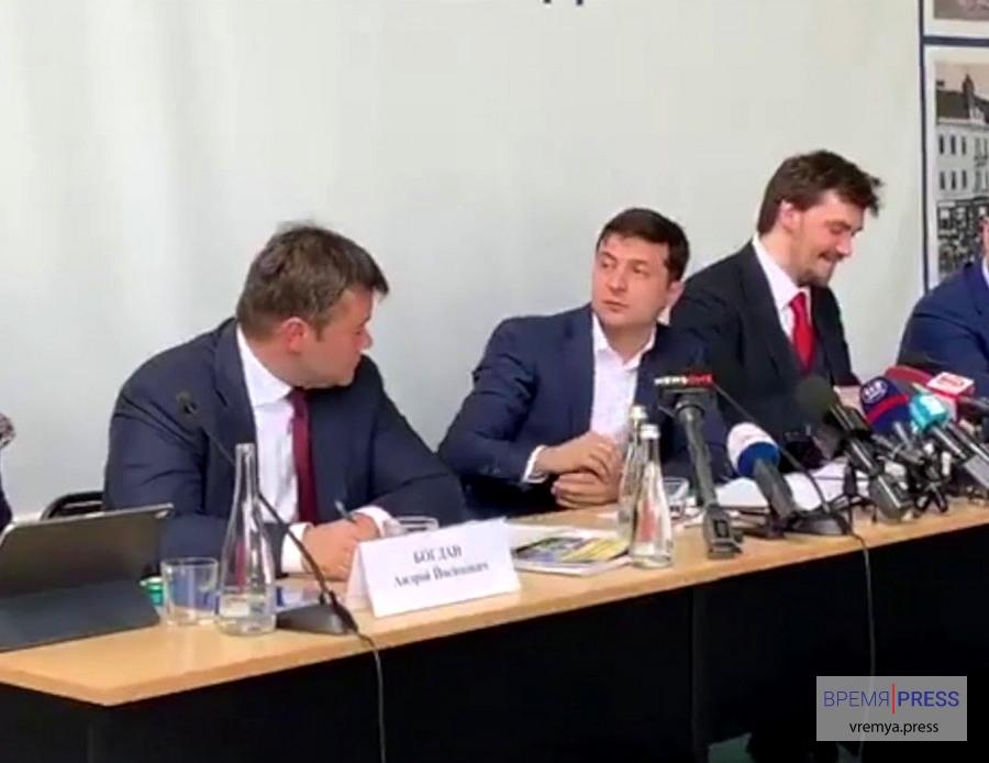 Странное поведение Зеленского на совещании в Ужгороде
