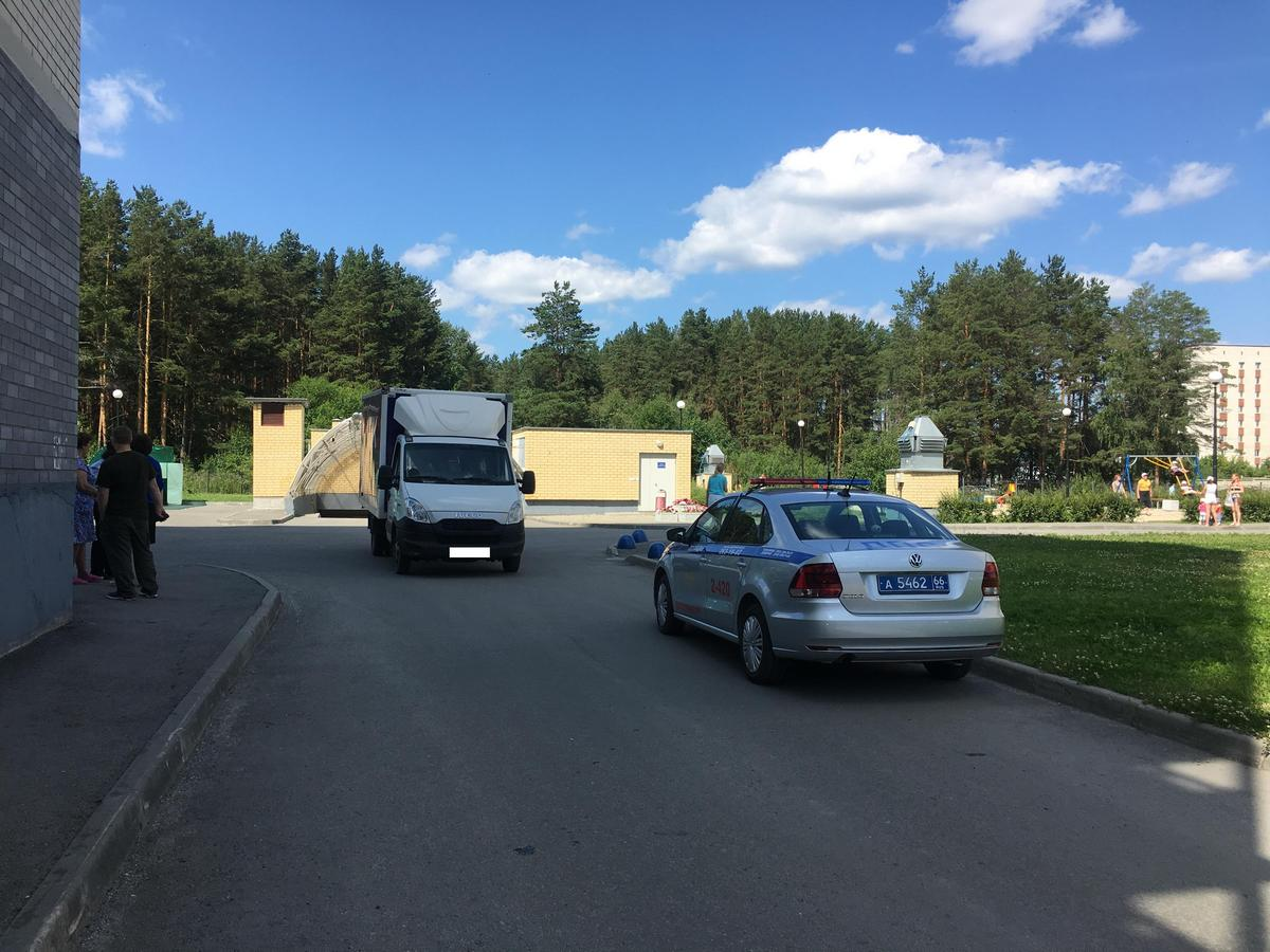 В Екатеринбурге фургон сбил женщину с младенцем на руках