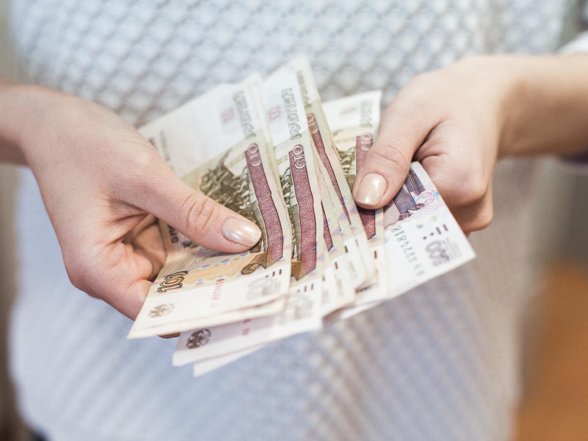 Жительница Екатеринбурга притворялась сотрудницей мэрии и брала взятки