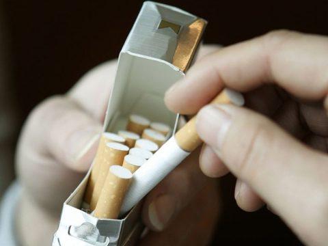 Подростки ночью обокрали магазин, утащив сигареты на 20 тысяч рублей