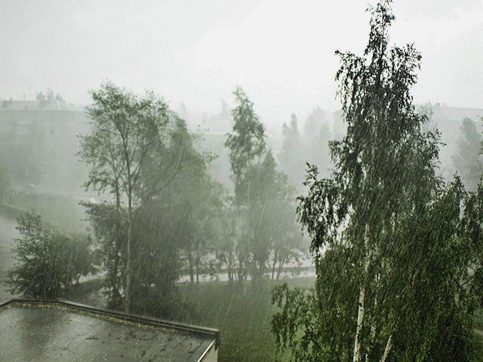 Штормовое предупреждение на Урале: МЧС предупреждает об усилении ветра