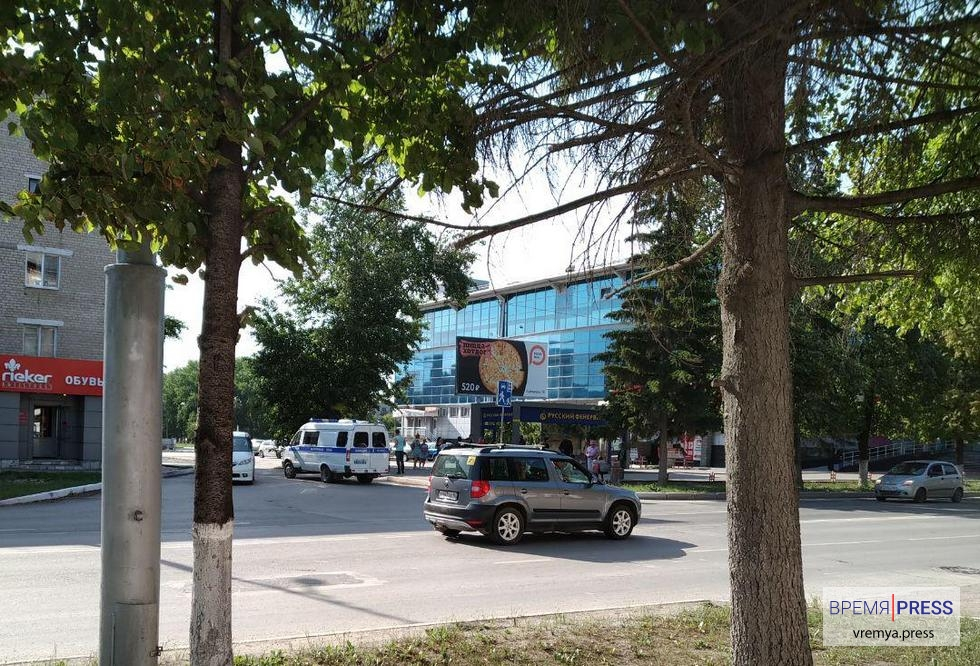 """Телефонный хулиган, """"заминировавший"""" ТРЦ Октябрьский, задержан"""
