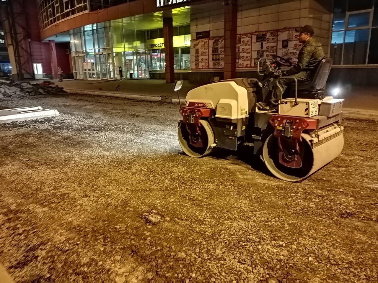 Ремонт парковки у Мегамарта стартовал ночью