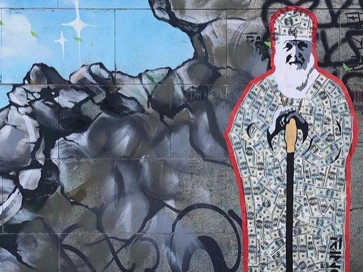 В Екатеринбурге появилось граффити с патриархом Кириллом в рясе из денег (фото)