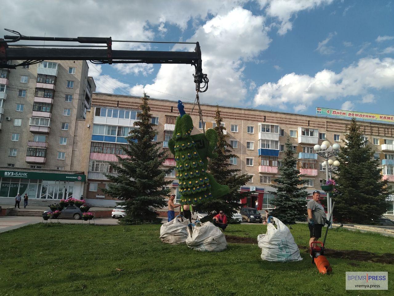 Фигура павлина появилась в центре Каменска-Уральского