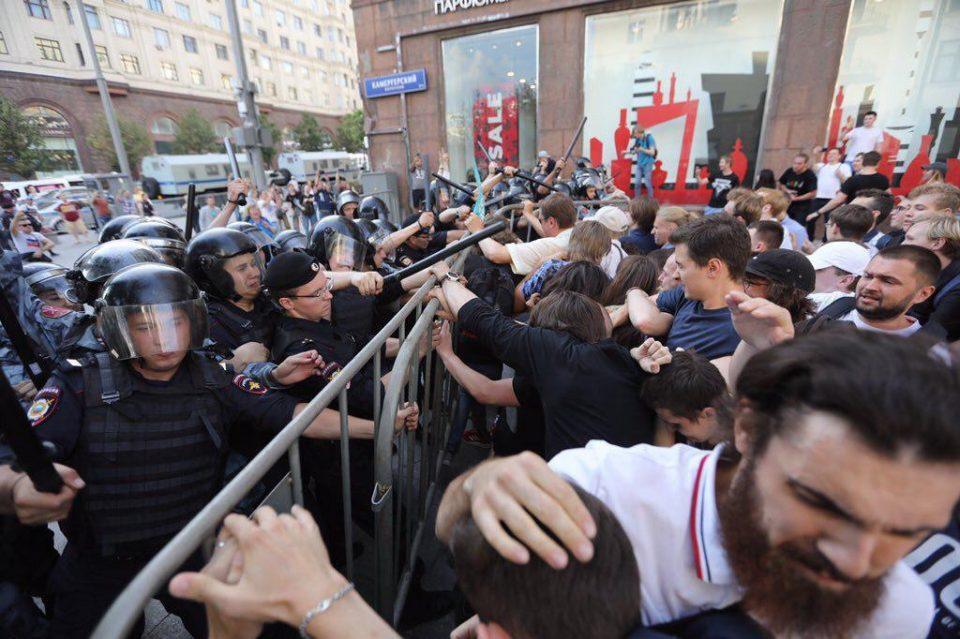 Митинг в Москве: задержано более 1200 человек