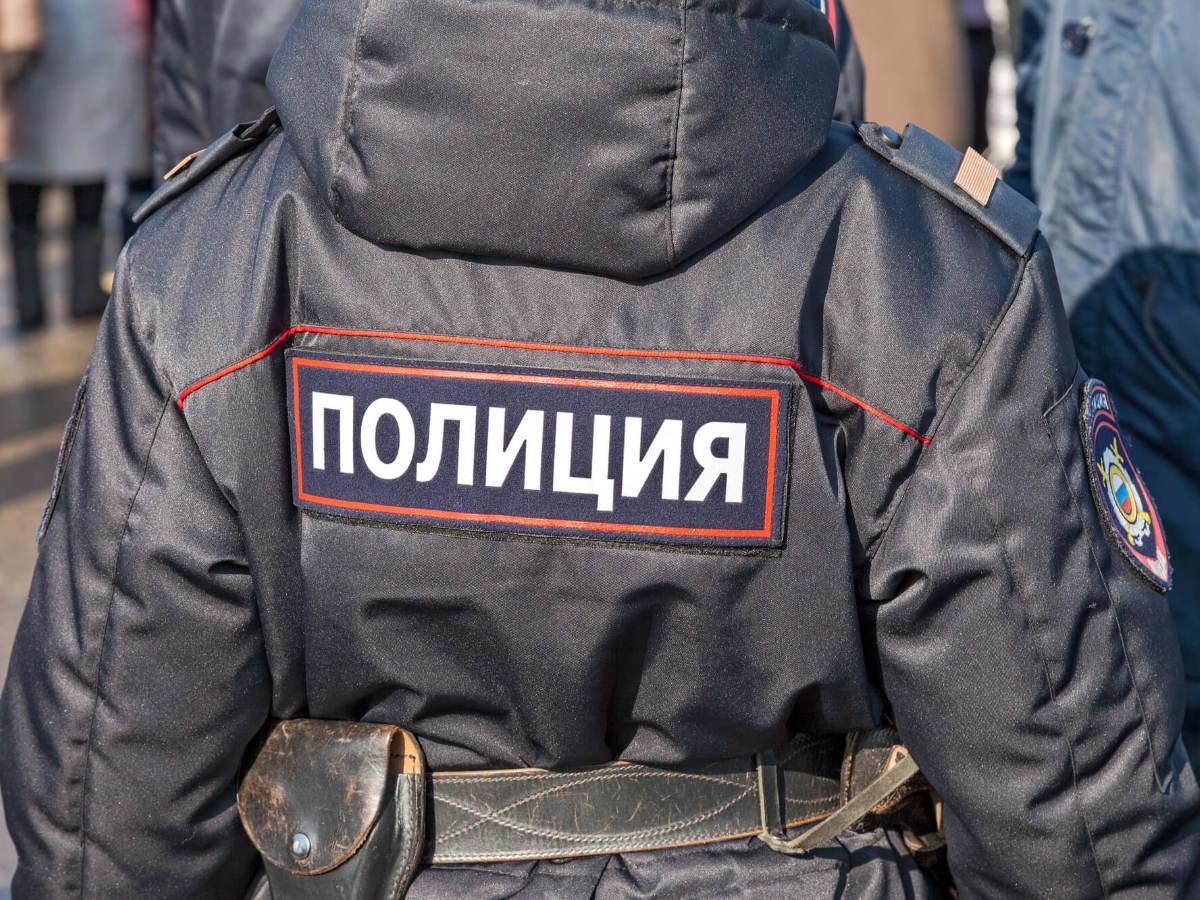 Житель Саратова напал на полицейского в магазине и едва его не задушил (видео)