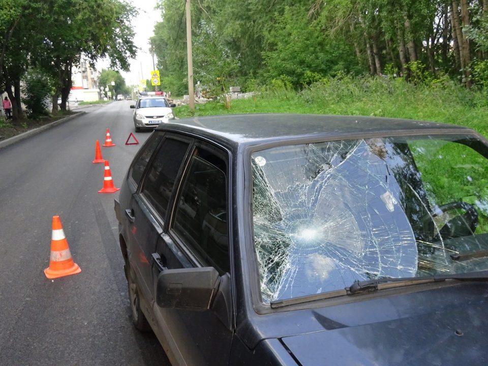В Каменске-Уральском машина сбила подростка на самокате