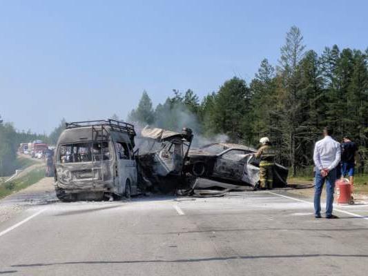 ДТП в Якутии: три человека погибли в аварии с грузовиком и микроавтобусом