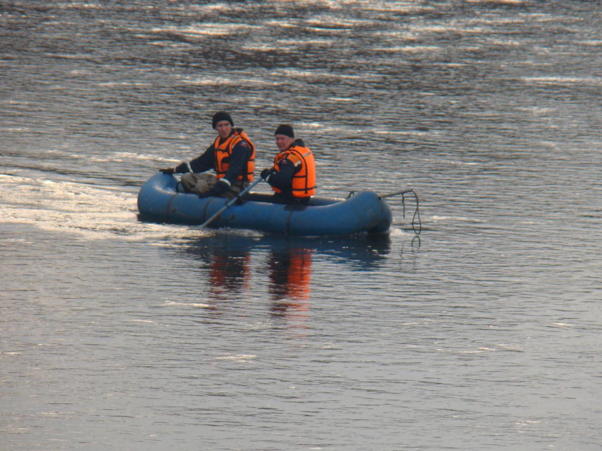 В Тыве семь детей и двое взрослых погибли при попытке переехать реку на машине