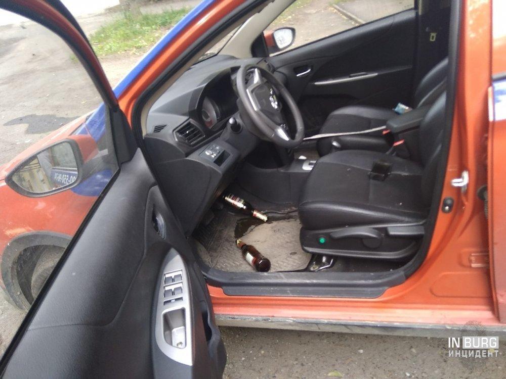 В Екатеринбурге Ura мобиль с пьяным водителем въехал в дом