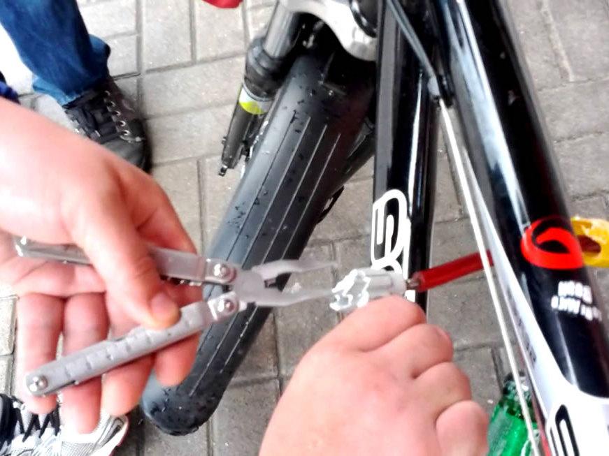 Уборщик клининговой компании воровал велосипеды из каменских подъездов