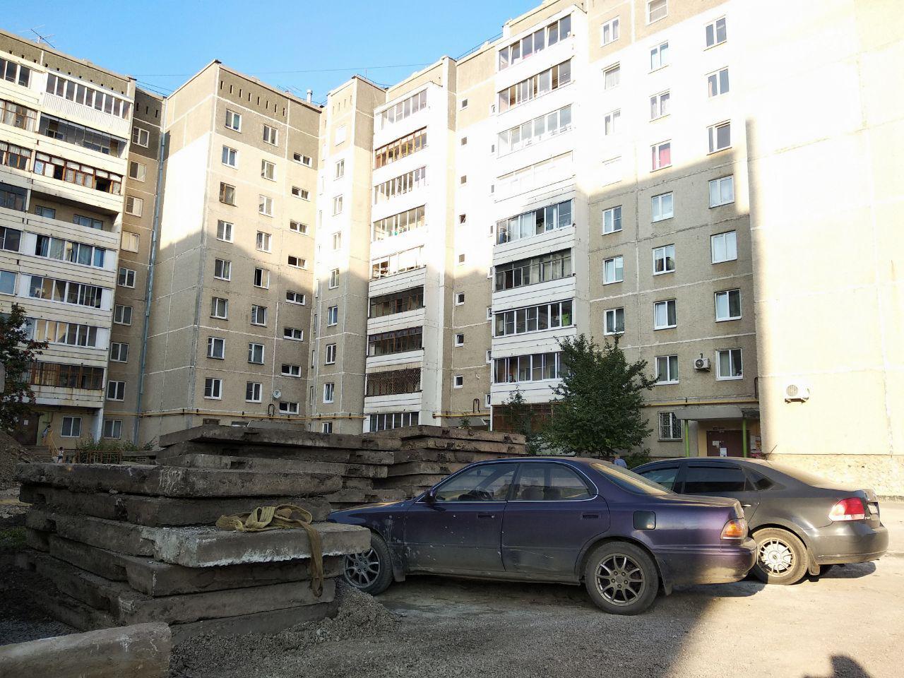 Жильцы дома по Суворова, 23, затягивают ремонт двора