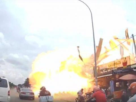 В Камбодже взорвалась газовая заправка, видеокадры попали в сеть