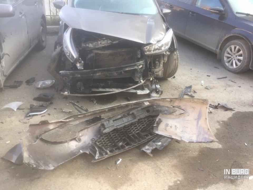 В Свердловской области ищут свидетелей странного ДТП с участием десяти машин