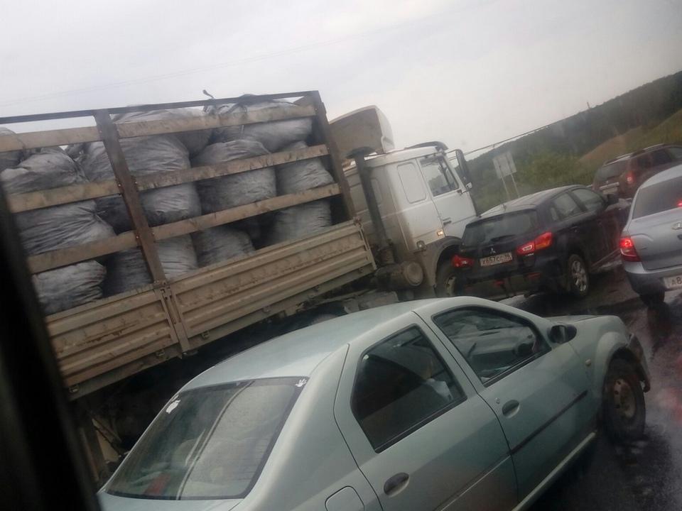 Неделя жестянщика: аварии у Байновского моста происходят ежедневно