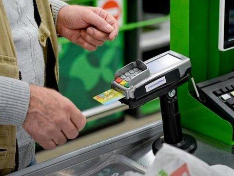 Россияне стали тратить меньше денег в продуктовых магазинах