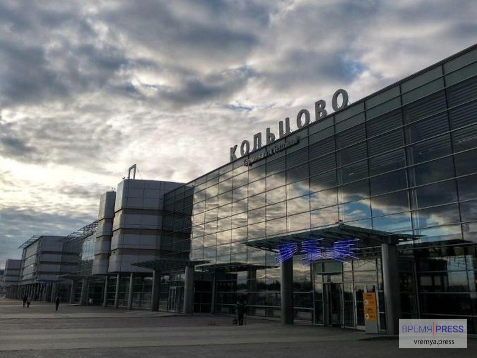 В Кольцово экстренно приземлился самолет из-за попавшей в двигатель птицы