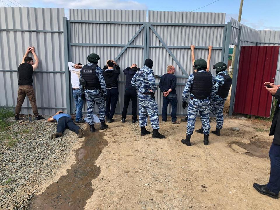 ФСБ нашла цех по производству контрафактного алкоголя в Свердловской области