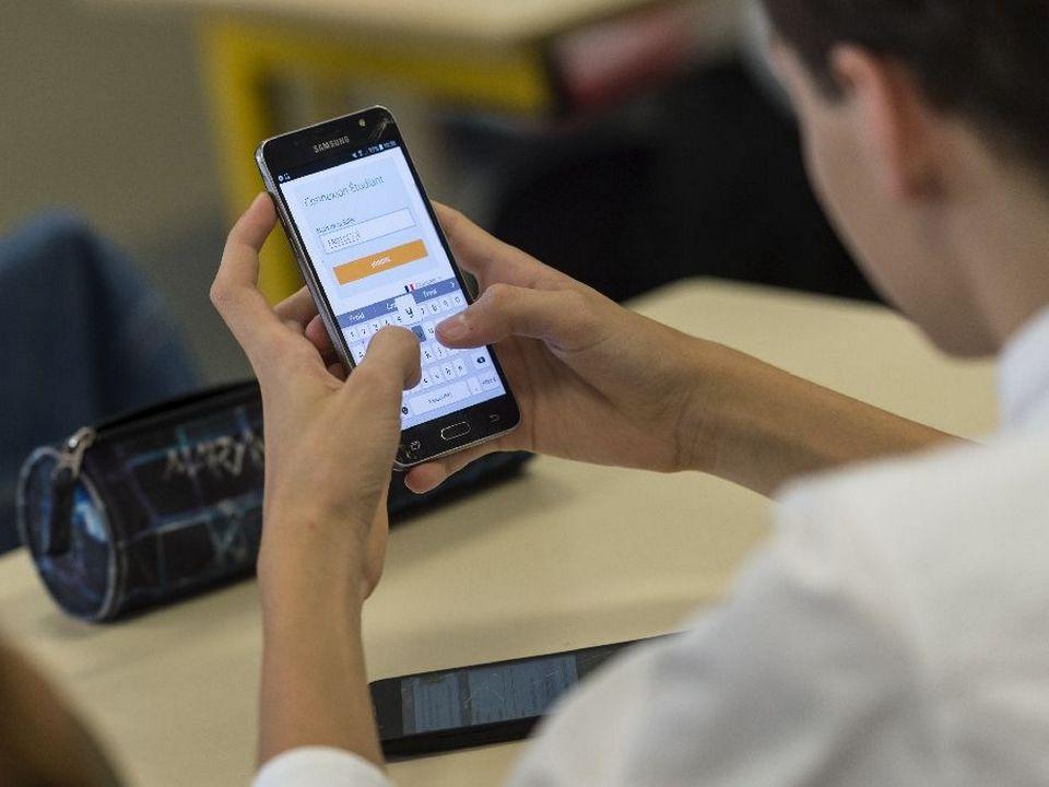В российских школах могут ограничить использование сотовых телефонов