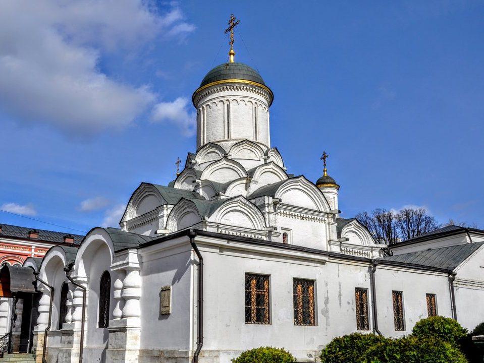 В Москве горит Богородице-Рождественский женский монастырь