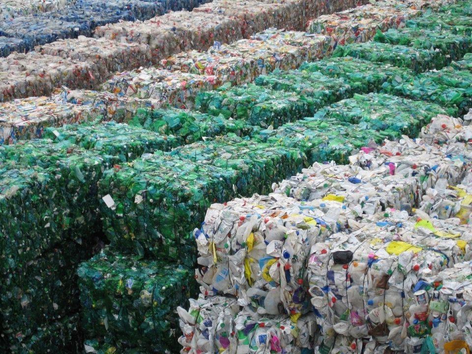 Продукты в России могут вырасти в цене из-за утилизации упаковок и товаров