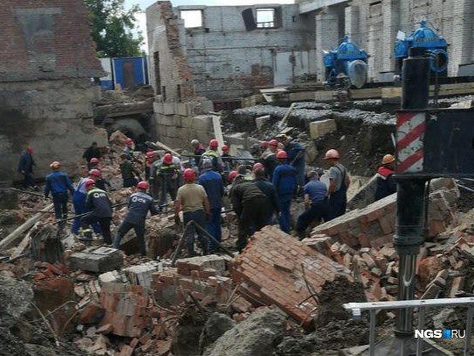 В Новосибирске обрушилось строящееся здание, есть пострадавшие
