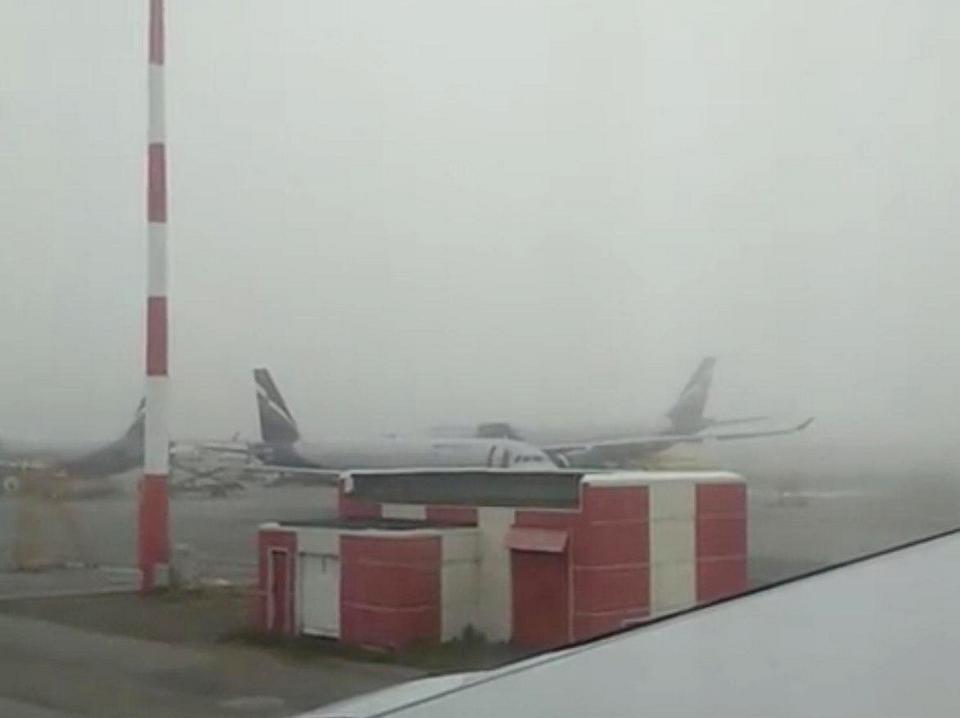 В московских аэропортах массово отменяют вылеты