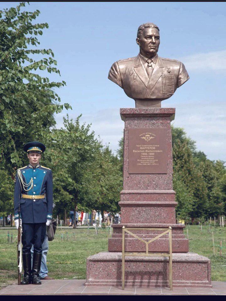 День ВДВ: в Воронеже поставили бюст создателю войск Василию Маргелову
