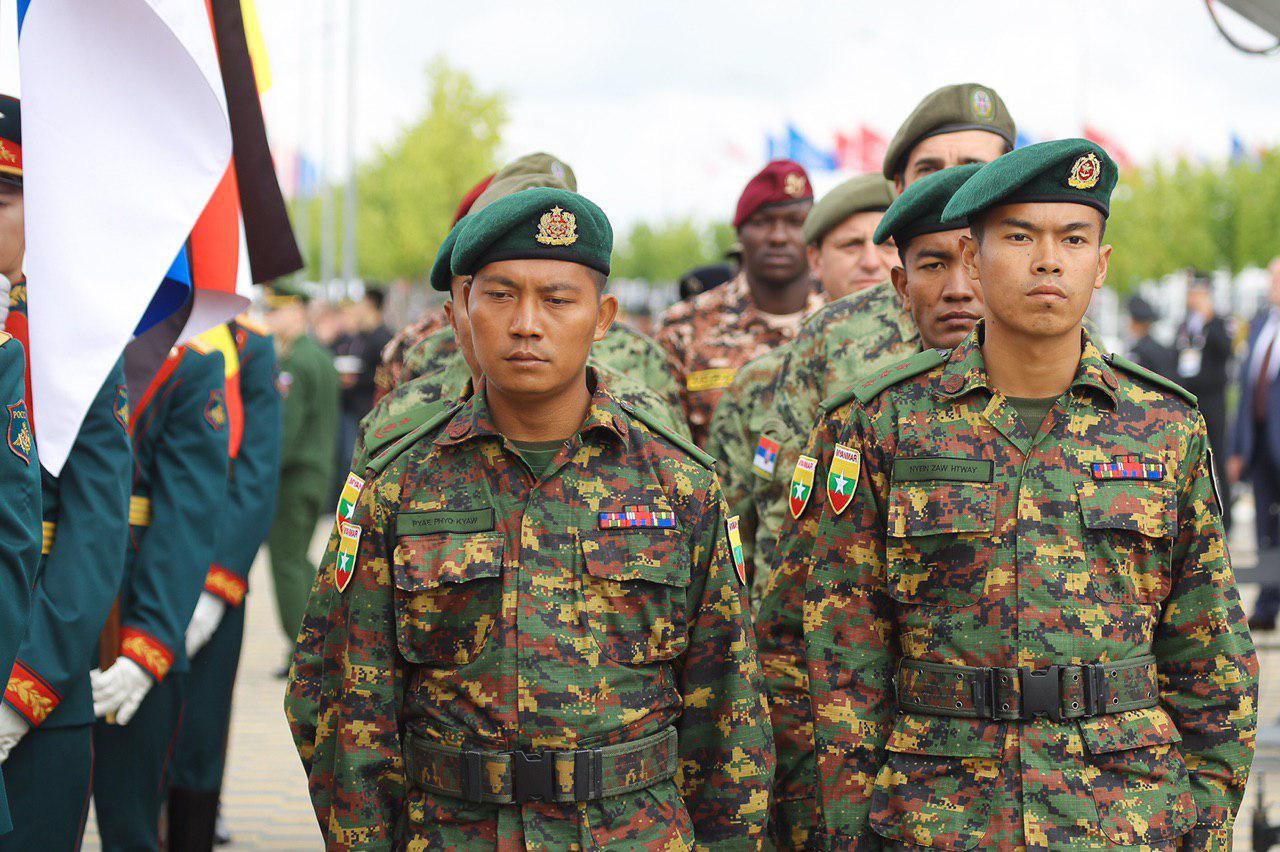 Участники танкового биатлона